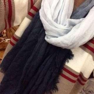 漸層藍圍巾