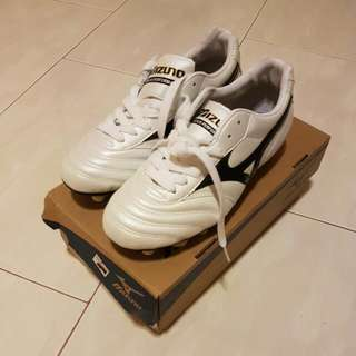 BNIB Mizuno Youth Soccer Boots