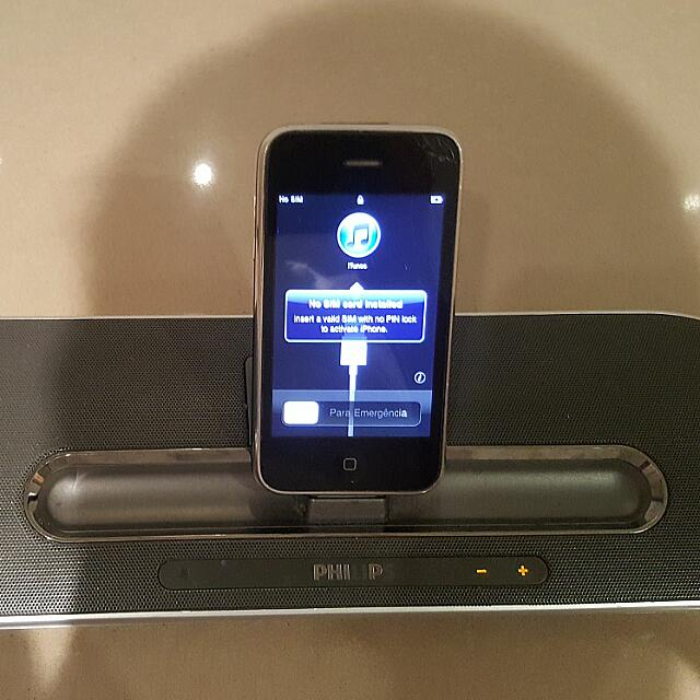 IPhone 3 and Ipod Dock