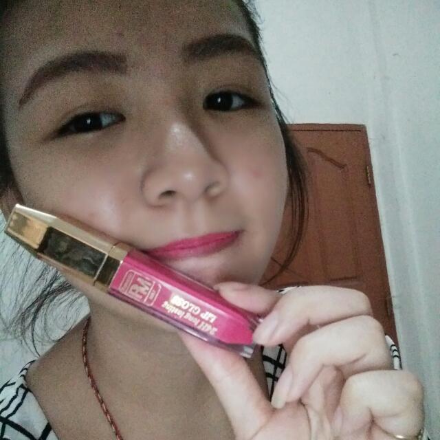 lipgloss pink warna mengkilap