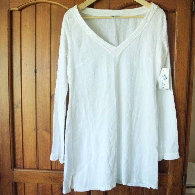 Long-sleeved white beach dress