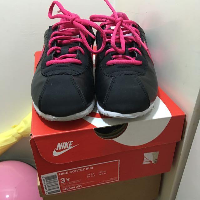 (降價)Nike黑色粉紅勾運動鞋(22號)