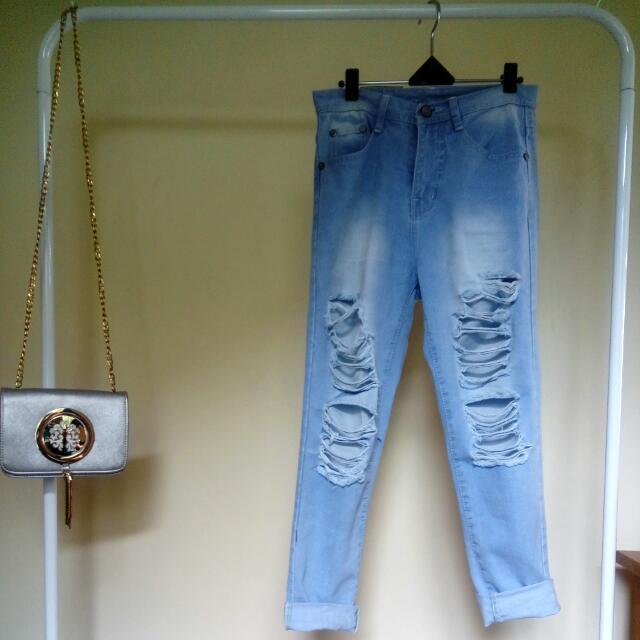 Punny Boyfriend Ripped Jeans Size 27 (Gak Tembus)