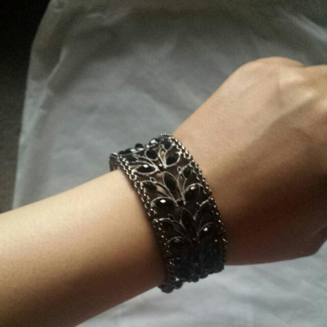 Stylish Black Leaves Bracelet