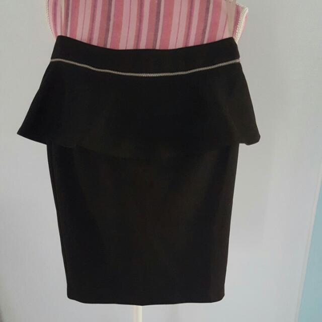 USED black forcast skirt (size 4) near new