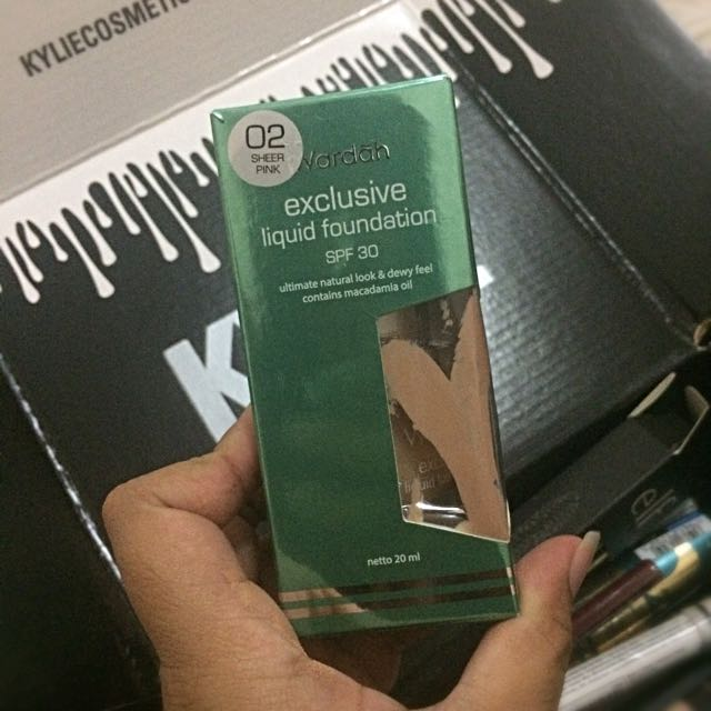 WARDAH Exclusive Luquid Foundation