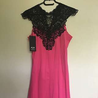 UK 12 Knee Length Dress With Detail Neck