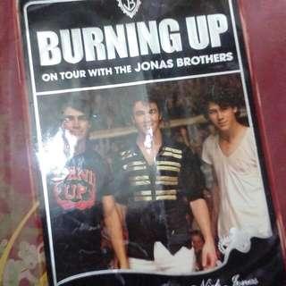 Burning Up. Jonas Brothers. #iwantstarbucks