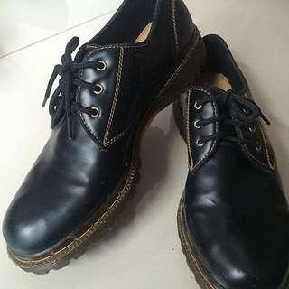 Sepatu Casual Yongki Komaladi