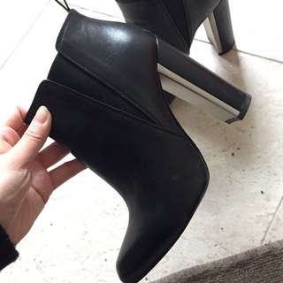 **price dropped** Nearly New BCBG Heeled Boots