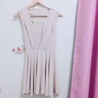 杏色小洋裝
