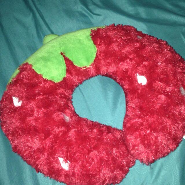 Bantal Leher Karakter Strawberry