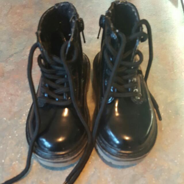 Black Hippo Friends Shoes