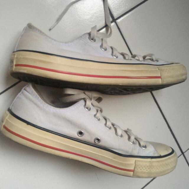 Preloved Sepatu Converse All Stars White Shoes