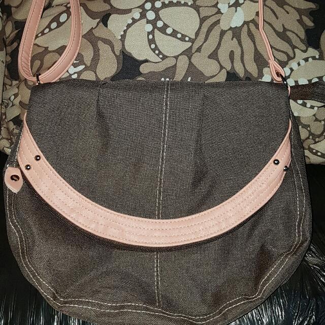 EGG sling bag (cotton)