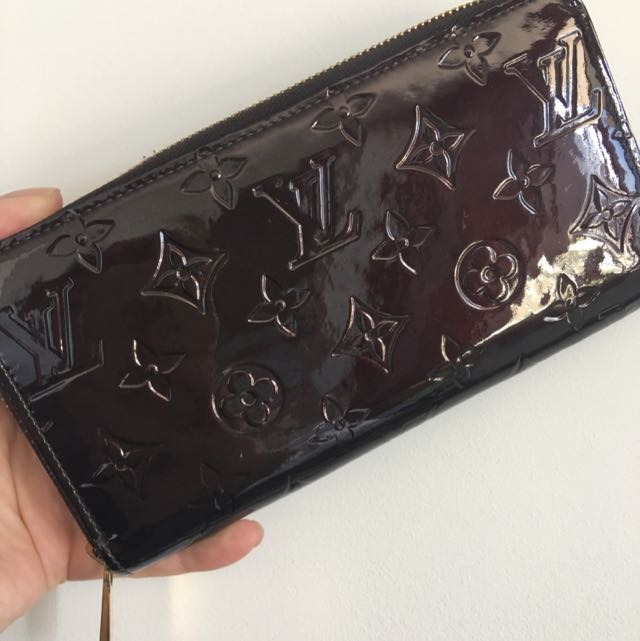 Louis Vuitton Authentic Vernis Leather Wallet