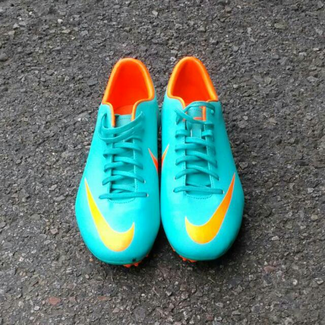 Nike足球鞋 男鞋