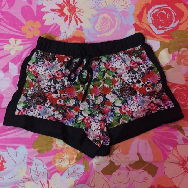 Petit Monde Floral Short