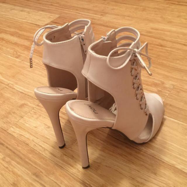 Size 7 Heel