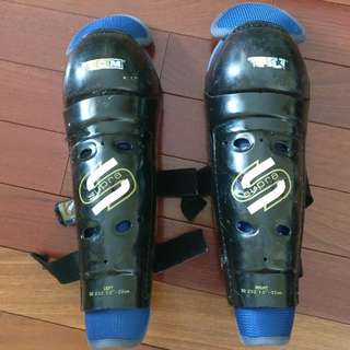 "Jr 13"" CCM Knee Gaurds"