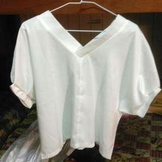 大V領白衫