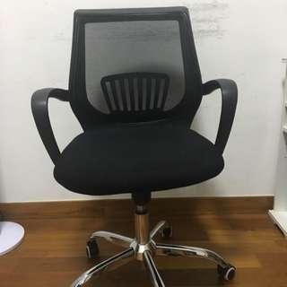 [Price Reduced] Rush Sale Swivel Chair