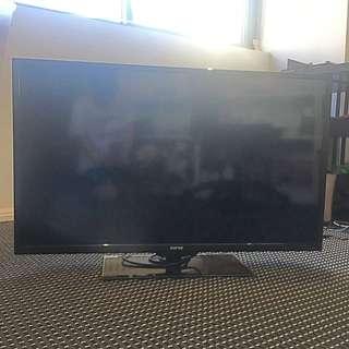 "Soniq 40"" LCD TV"