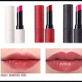 💋波波黛莉大推✨The saem Kissholic Lipstick 經典皮革唇膏黑管 滋潤唇膏