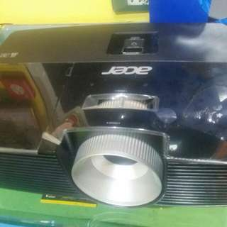 Acer Projector with Screen