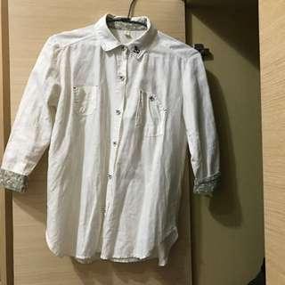 白色麻布襯衫