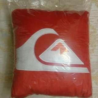 ROXY Quicksliver 紅色抱枕 枕頭