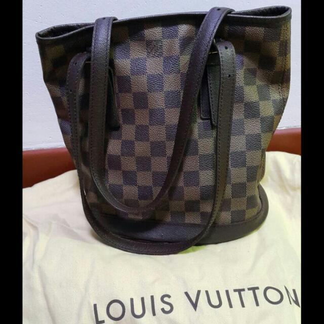 1cd618e1368ea AUTHENTIC LOUIS VUITTON PM Damier Ebene Marais Bucket Bag
