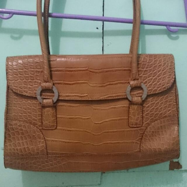 Authentic Tommy Hilfiger Leather Bag