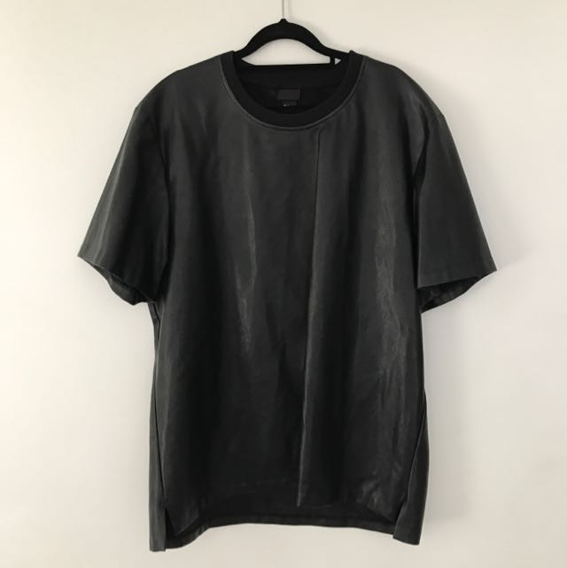 BLACK LEATHER LOOK T SHIRT SIZE XL