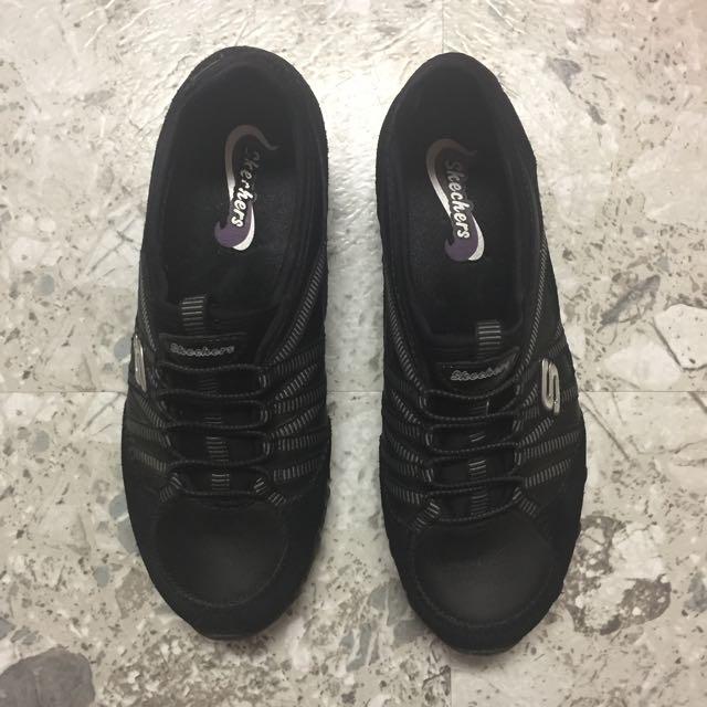 Black Sketchers Sneakers