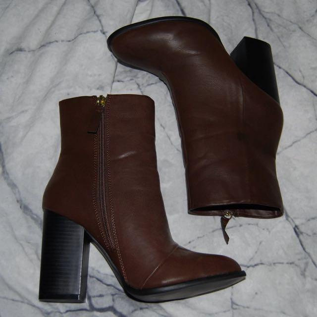 Chocolate RUBI boots.