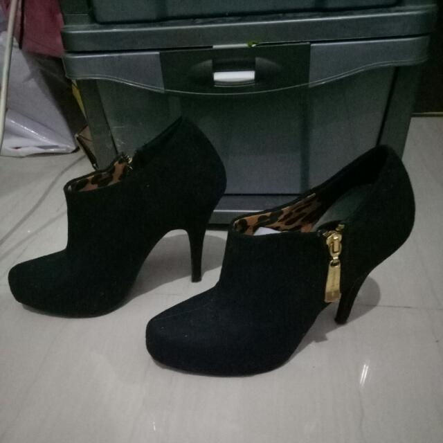 Christian Siriano Black Ankle Boots Size 7
