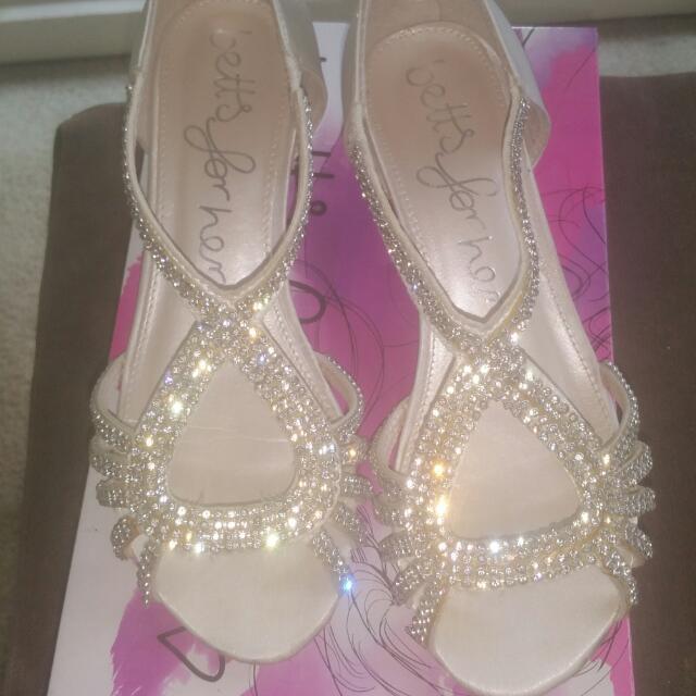 Cream/ Ivory Ladies Diamante' Sandal Sz6