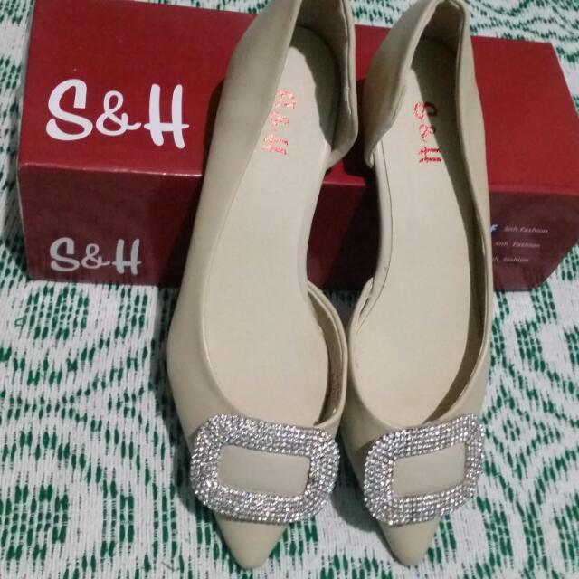 New pointed Flat Sandals..S&H Brand Size 7