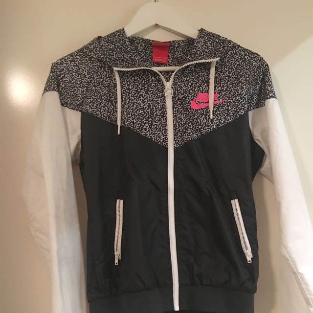 Nike Weather Proof Jacket Size Small
