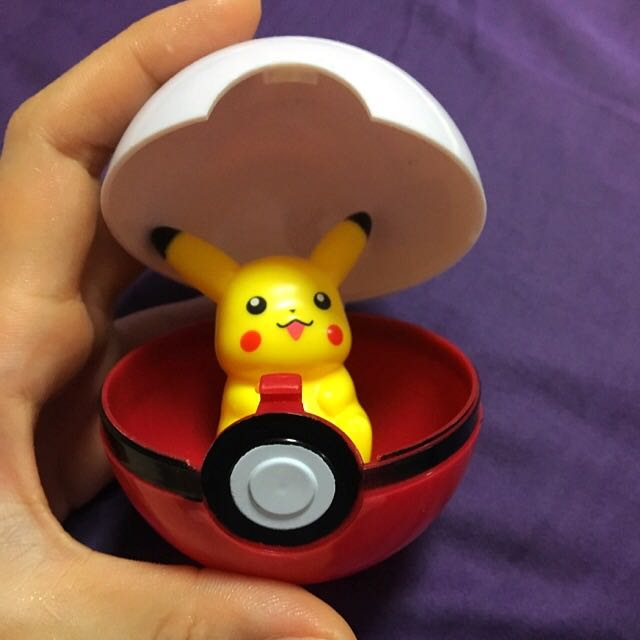 pokemon_ball__pokeball__pikachu_14846298