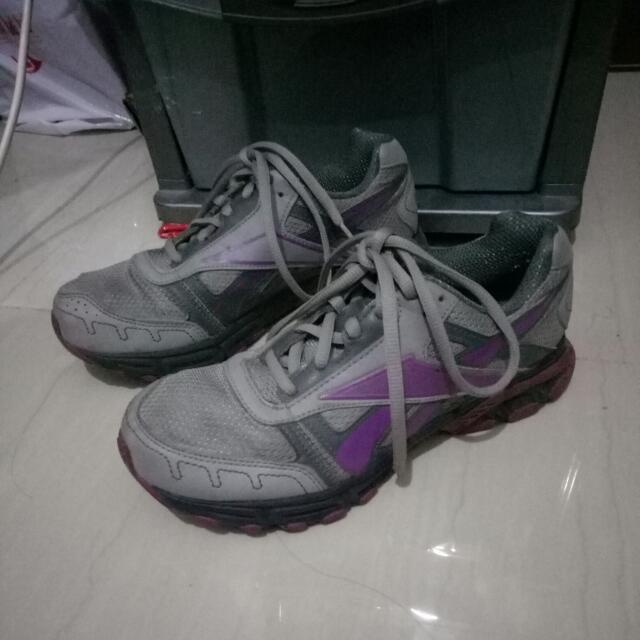 Sepatu Olahraga Rebook ORI ukuran 7 1/2