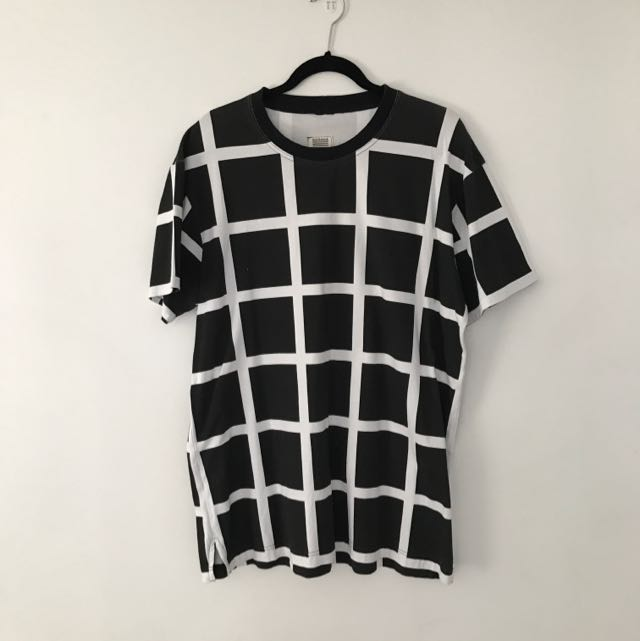 SLY GUILD CHECK T SHIRT SIZE XL