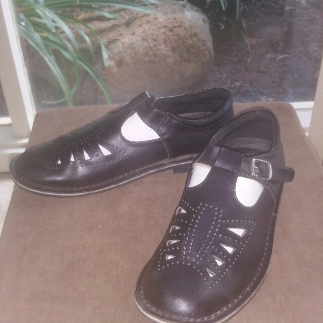 T Bar School Shoes Sz 39/ 8.5