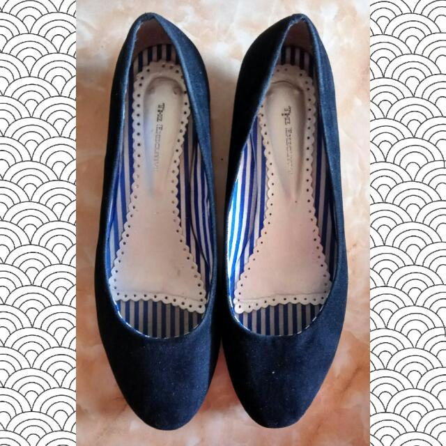 The Executive Suede Flats