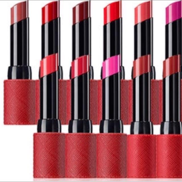 💋波波黛莉大推✨The saem Kissholic Lipstick 經典皮革唇膏紅管 半霧面
