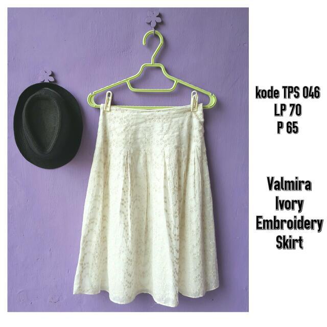 Valmira Embroidery Skirt