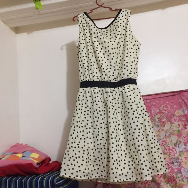 #016 Dotted Dress