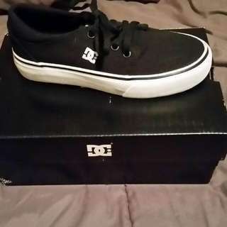 DC YOUTH SIZE 2 SHOE
