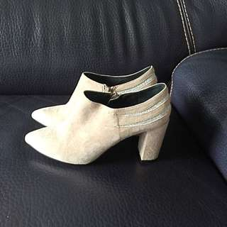 Staccato Beige 35號鞋